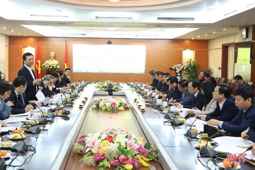 Đưa Hà Tĩnh vào nhóm địa phương phát triển chính quyền điện tử, đô thị thông minh, kinh tế số
