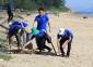 Đoàn Thanh niên Sở Thông tin và Truyền thông Hà Tĩnh tham gia vệ sinh tại biển Thiên Cầm - huyện Cẩm Xuyên - tỉnh Hà Tĩnh